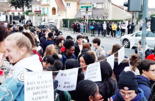 Pourquoi lycéens, parents et enseignants se mobilisent contre E3C?